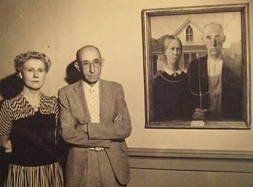 """Čikagos meno instituto nuotr. /""""Amerikietiškos gotikos"""" modeliai prie paveikslo"""