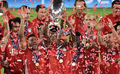 """UEFA Supertaurėje su žiūrovais – """"Bayern"""" triumfas per pratęsimą"""