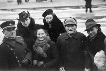 Viešo naudojimo nuotr./Birutė Verkelytė-Fedaravičienė, pirmoje eilėje antra iš kairės.
