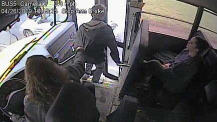 Per plauką nuo nelaimės: žaibiška autobuso vairuotojos reakcija išgelbėjo mokinio gyvybę
