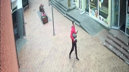 Alytaus policija prašo atpažinti įtariamąjį, pasižymėjusį plastiška eisena