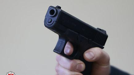 Daukšiuose su agresyvia vyrų gauja susidūrusiam aplinkosaugininkui teko šaudyti į orą