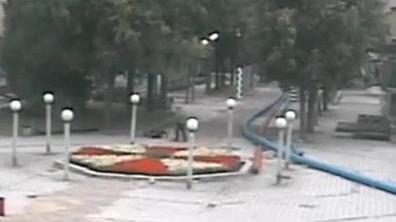 Policija prašo atpažinti Šiauliuose moterį užpuolusį vyrą