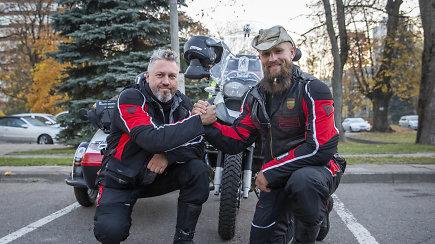 Aurimas Mockus ir Rimas Bružas motociklu su lopšiu planuoja nuvažiuoti 15 tūkst. km iki Bengalijos