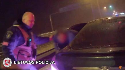 Radviliškio rajone nufilmuotos automobilio, kuriame du keleiviai ir nė vieno vairuotojo, gaudynės