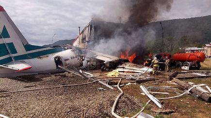 Sibire leisdamasis nuo tako nuriedėjo ir užsidegė keleivinis lėktuvas – žuvo du įgulos nariai