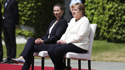 Po drebulio priepuolių A.Merkel per susitikimą nukrypo nuo protokolo