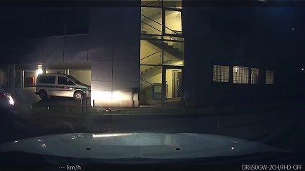 Policijos paviešintas Igorio Molotkovo pabėgimo įrašas (vaizdas iš tarnybinio automobilio)