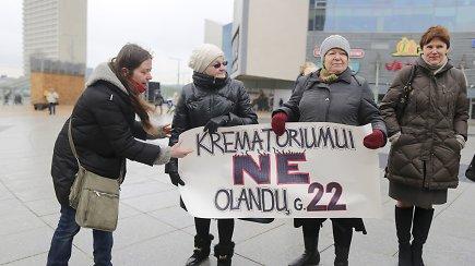 Krematoriumo statybomis Vilniuje nepatenkinti protestuotojai susiriejo su A.Maldeikiene