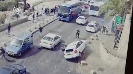 Izraelyje akmenimis apmėtytas vairuotojas nesuvaldė automobilio ir rėžėsi į protestuotojus: sužeisti mažiausiai trys žmonės
