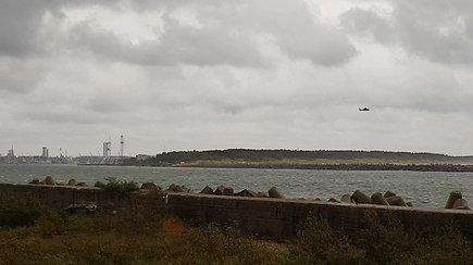 Gelbėjimo operacija Klaipėdos uoste: apsivertus jachtai vienas žmogus neišgyveno, vienas – nerastas