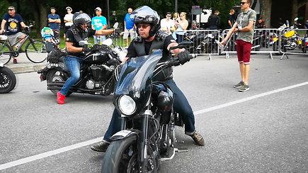 """Jūra motociklininkų skandino Birštoną – finišavo """"Mototourism rally 100-mečio kelionė"""""""
