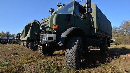 """Iš arti: Lietuvos kariuomenės padidinto pravažumo sunkvežimis """"Unimog 5000"""""""