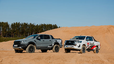 "Smėlynuose susitiko ""Ford Ranger Raptor"" ir ""Toyota Hilux"""