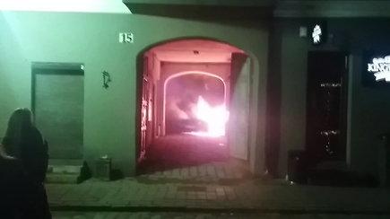 """Naktinis """"Mercedes"""" automobilio gaisras Kaune"""