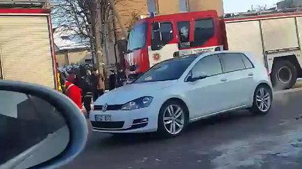 Didelės gelbėtojų pajėgos avarijos vietoje Kaune