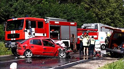 """VW ir """"Opel"""" susidūrimas: prireikė ugniagesių gelbėtojų"""