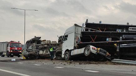 Sunkvežimių avarija greitkelyje Kaunas–Klaipėda