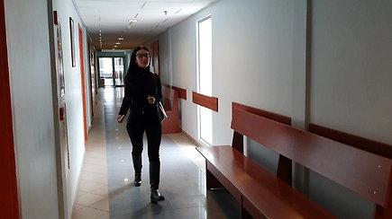 Nufilmuotas M.L.Basovės atvykimas į teismą vasario 17-ąją