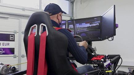 """Ramūnas Čapkauskas apie studentų kurtą lenktynių simuliatorių: """"Jaučiuosi lyg skrisčiau su Deividu Jocium"""""""