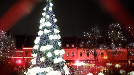 Kaune įžiebta Kalėdų eglutė – Kalėdų senelio, cukrinės pasakos kūrėjos ir mero komentarai