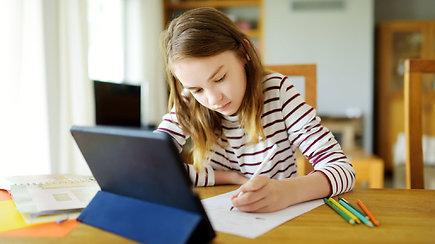 Mokymasis nuotoliniu būdu: ką svarbiausio reikia žinoti tėvams, vaikams ir mokytojams
