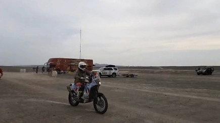 Motociklininkas Balys Bardauskas po 8-ojo greičio ruožo finišo jau nebeturėjo jėgų kalbėtis su žurnalistais