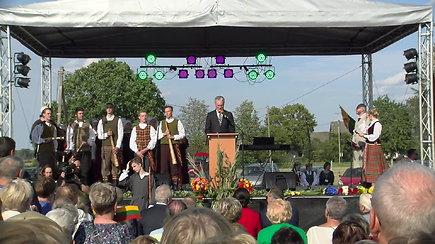 """""""Baltijos kelias – tai mes"""" susibūrimas Lietuvos ir Latvijos pasienyje kartu su prezidentais"""