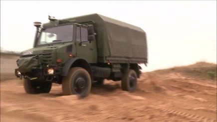 """Pasivažinėjimas su Lietuvos kariuomenės naujais """"Unimog 5000"""" sunkvežimiais"""