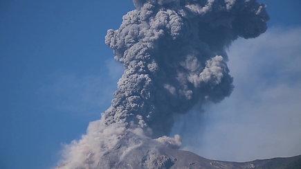 Pragaršikas iššūkis: moticklais į lava alsuojantį ugnikalnį