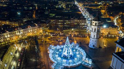 Pasigėrėkite: Vilniaus kalėdinės eglutės grožis iš viršaus