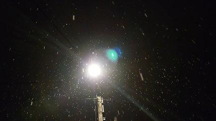 Sostinėje iškrito pirmasis sniegas: žmonės išėjo į gatves pasigrožėti