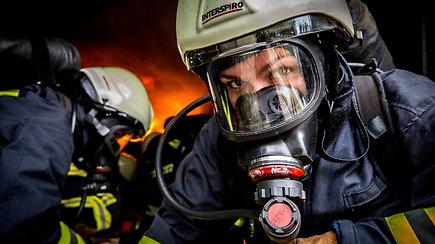 "15min projektas ""Jos mus saugo"": žemės, oro, ugnies ir vandens iššūkiai pareigūnėms"