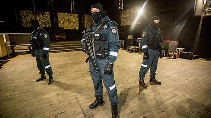 """Netikėto policijos reido naktiniame klube rezultatai – sulaikyti """"mirties"""" prekeiviai ir konfiskuoti narkotikai"""