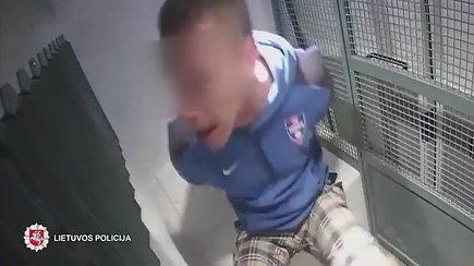 Nepagražinta pareigūnų darbo kasdienybė: sulaikytųjų agresija ir pavojai