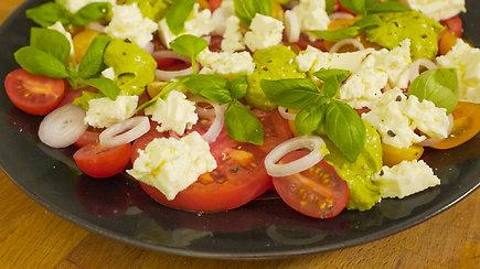 Pomidorų sezonas prasideda: greitos salotos, kurių skonis nustebins