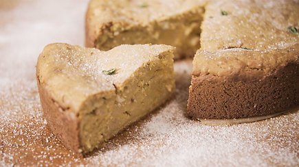 Receptas: moliūgų ir sūrio pyragas, pagardintas riešutais