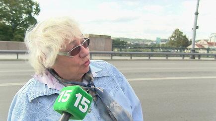 J.Statkevičiaus iškoneveiktą naują Žaliojo tilto instaliaciją įvertino ir praeiviai