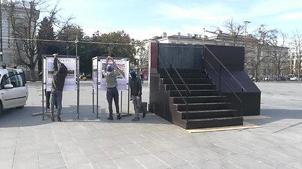 """Lukiškių aikštėje – """"Laisvės kalvos"""" maketas"""