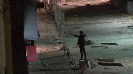 Užfiksuota: Laisvės alėjoje jaunuolis niokojo viską, kas pasitaikė po ranka
