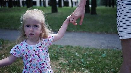 Reta genetine liga sergančią dukrą auginanti moteris siekia kuo plačiau papasakoti apie ligą