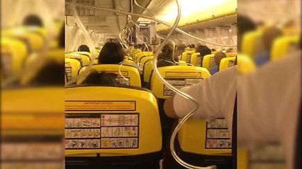 """""""Ryanair"""" salonas, kai staiga nukrito oro slėgis"""