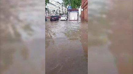 Pavasarinė liūtis Kaune užtvindė miesto centrą