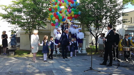Klaipėdos meras V.Grubliauskas pasveikino moksleivius su paskutinio skambučio švente