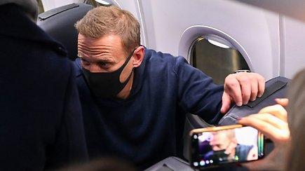 Sulaikytas į Maskvą grįžęs A.Navalnas – lėktuvas netikėtai nusileido kitame oro uoste, kur Kremliaus kritiko laukė pareigūnai