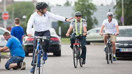 Benediktas Vanagas, važiuodamas dviračiu, pateko į nemalonią situaciją