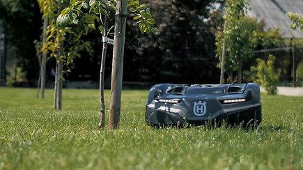 Puikios žinios: bet kurią veją gali prižiūrėti robotas vejapjovė