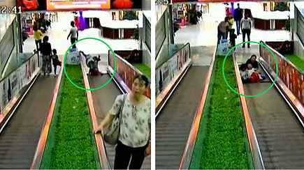 Kinijos prekybos centre eskalatorius vos nepražudė dviejų mergaičių