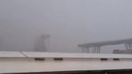 Užfiksuota Genujos mieste sugriuvusio viaduko katastrofos akimirka