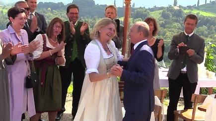 Vladimiras Putinas nufilmuotas Austrijos užsienio reikalų ministrės Karinos Kneissl vestuvėse